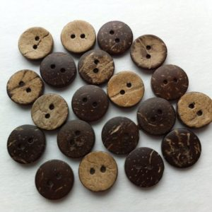 Små brune/beige knapper i kokostræ