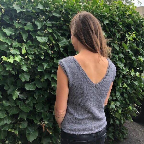 Vendbar bluse med både rund hals og V-hals
