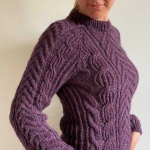 Opskrift fra MinimaKnit på Twisted Sweater