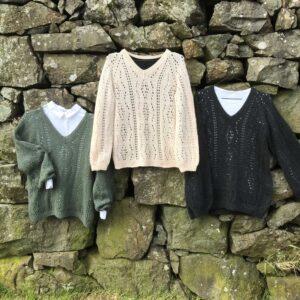 Opskrift på strikket bluse med hulmønster